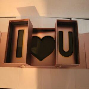 מארז יוקרתי קומפלט נפתח I LOVE YOU + שוקולד+פרחים+בלאק לייבל